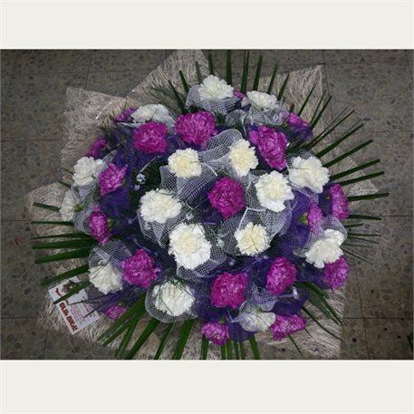זר פרחים לבן סגול