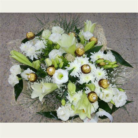 זר פרחים לבן ושוקלד